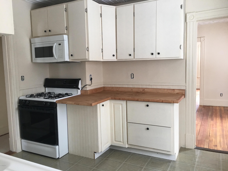 Upstairs kitchen2