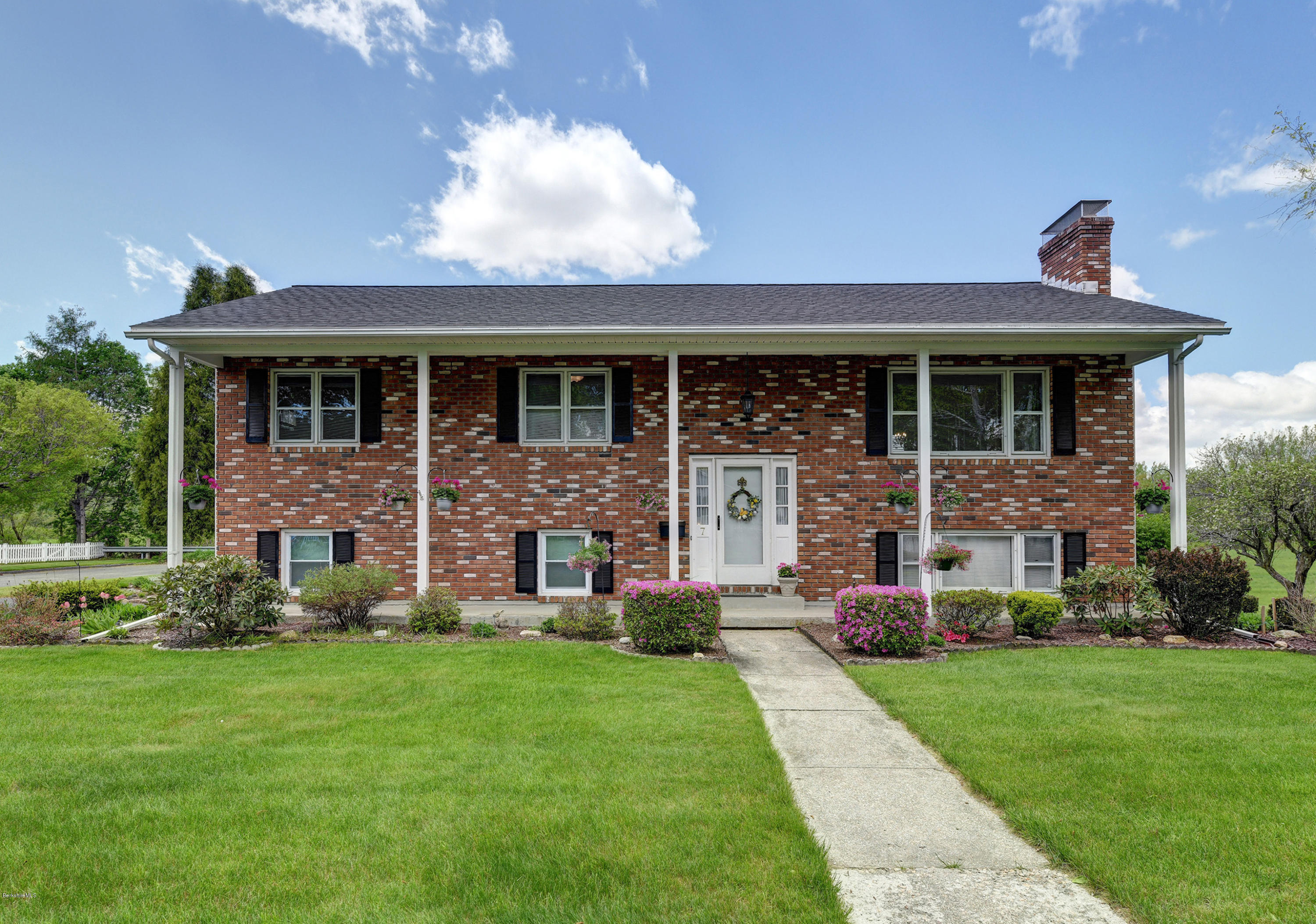 7 Eric Dr Pittsfield MA 01201