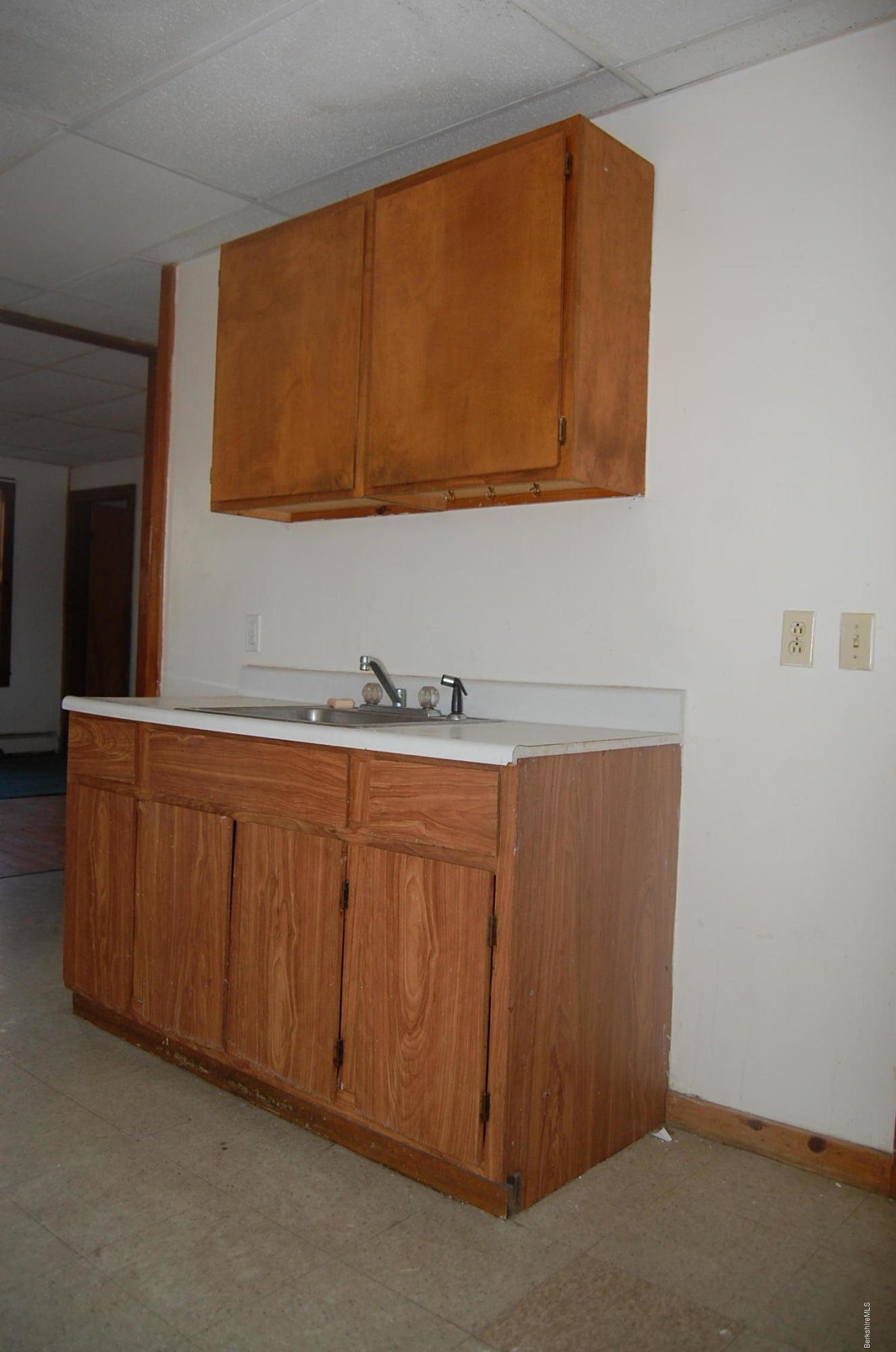 5. Kitchen sink & cabinets
