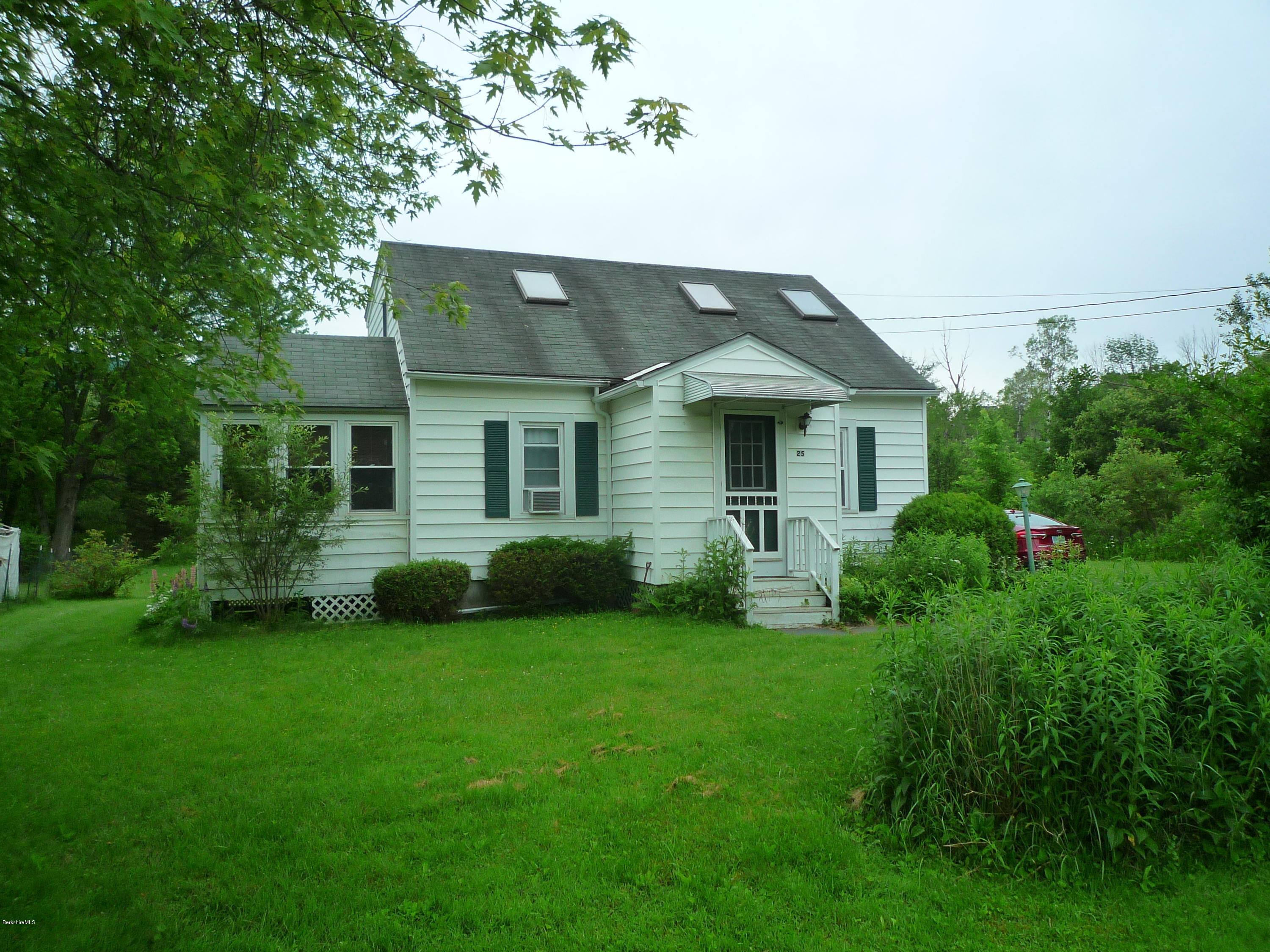 25 Sunset Dr Williamstown MA 01267