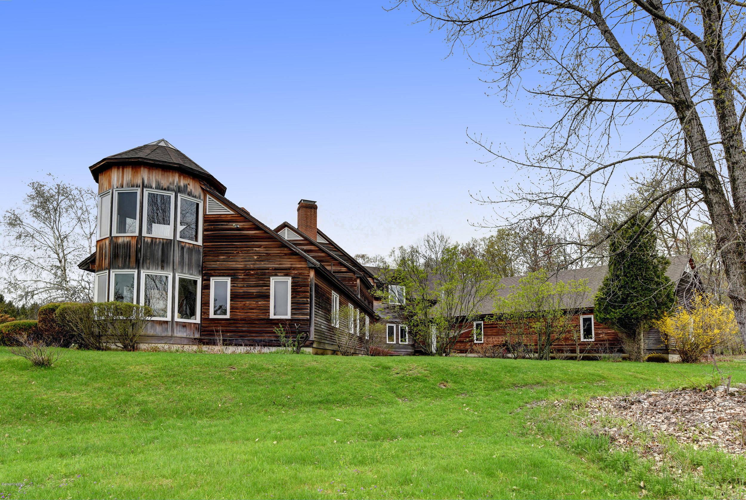 85 Oblong Williamstown MA 01267