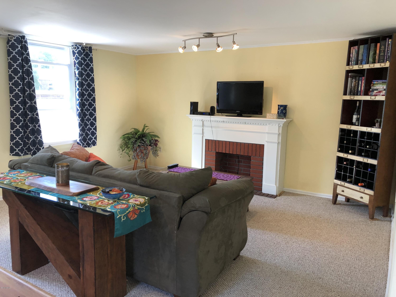 Living Room 3 - 12