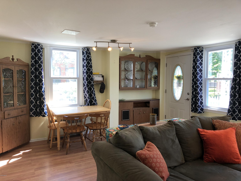 Living Room 2 - 12