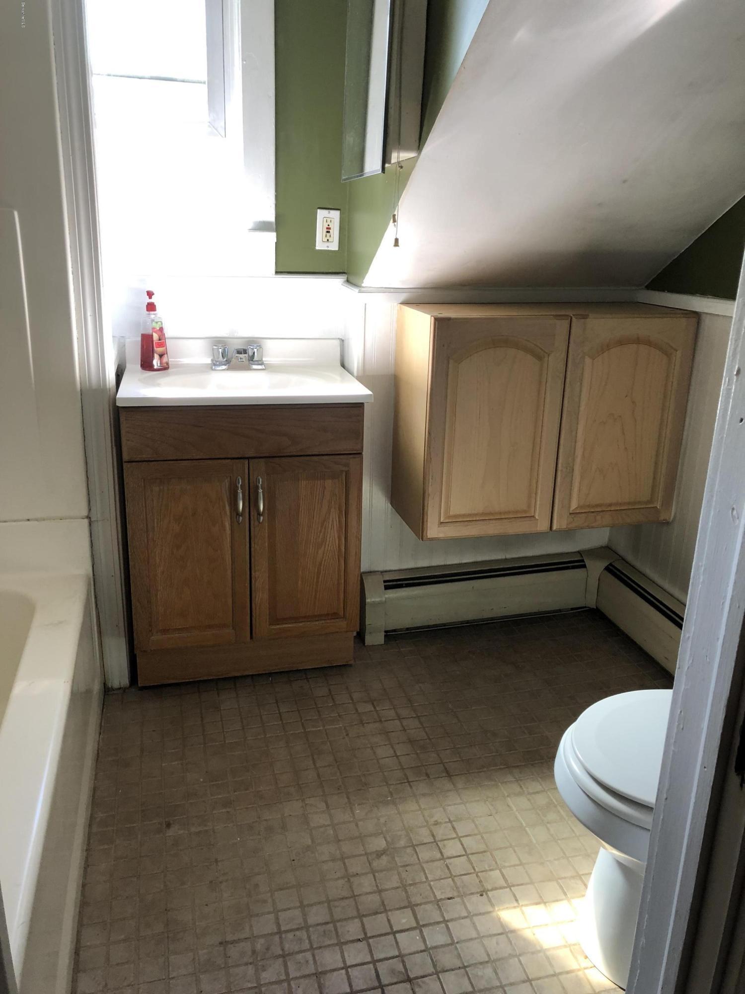 Full Bathroom - 10