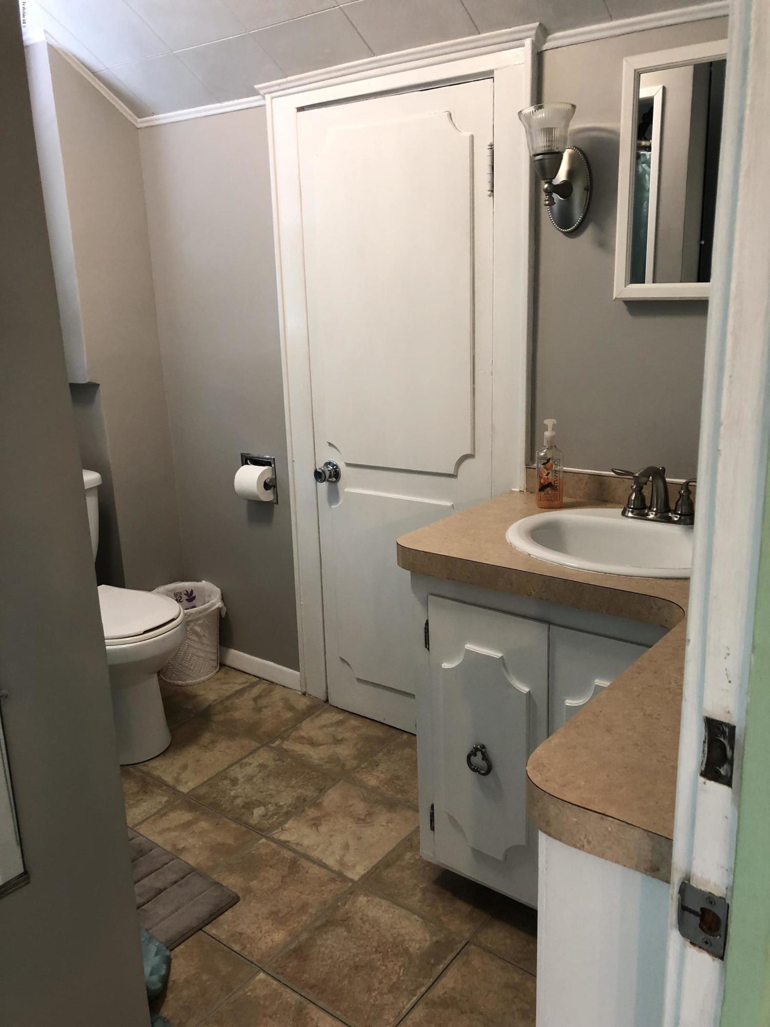 Full Bathroom 1 - 12