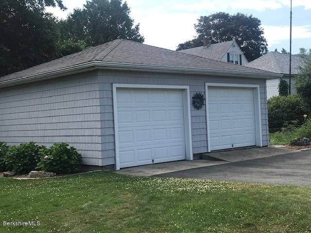 detached two car garage