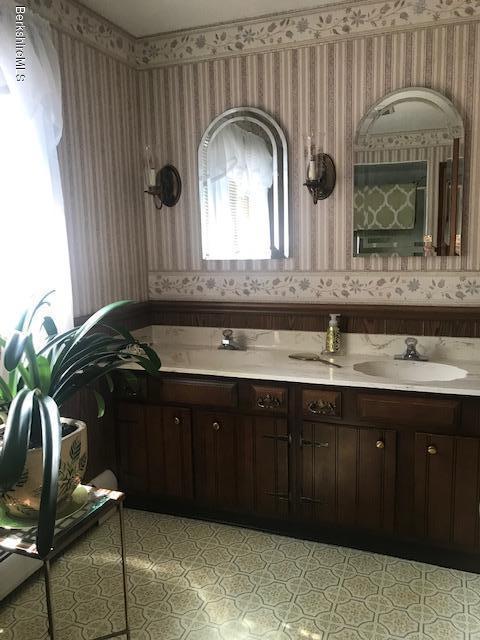 2nd floor double sink  vanity