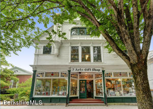 44 Main St, Stockbridge, MA 01262