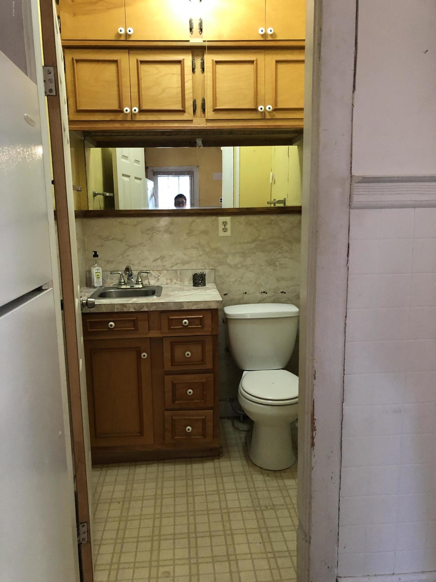 Downstairs Bathroom Unit 1