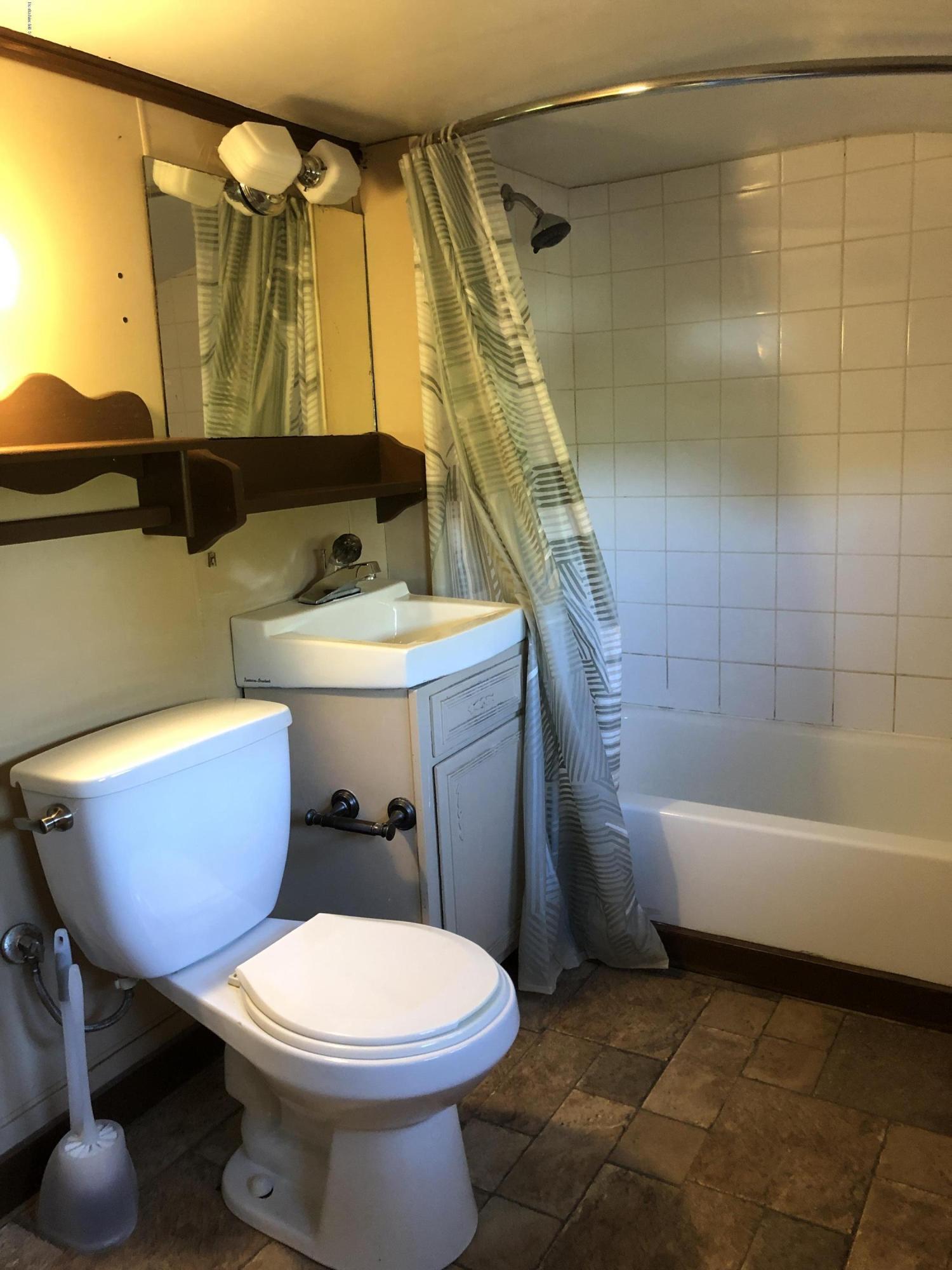 Upstairs bathroom Unit 1