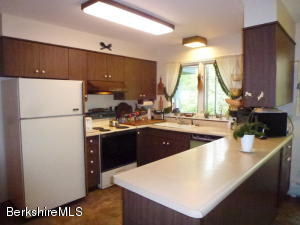 380 Syndicate Rd Williamstown MA 01267