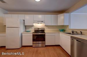 424 North Hemlock Ln, Williamstown, MA 01267