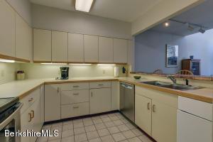 19 Hawthorne Stockbridge MA 01262