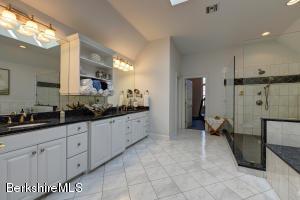 15 Westbrook Pittsfield MA 01201