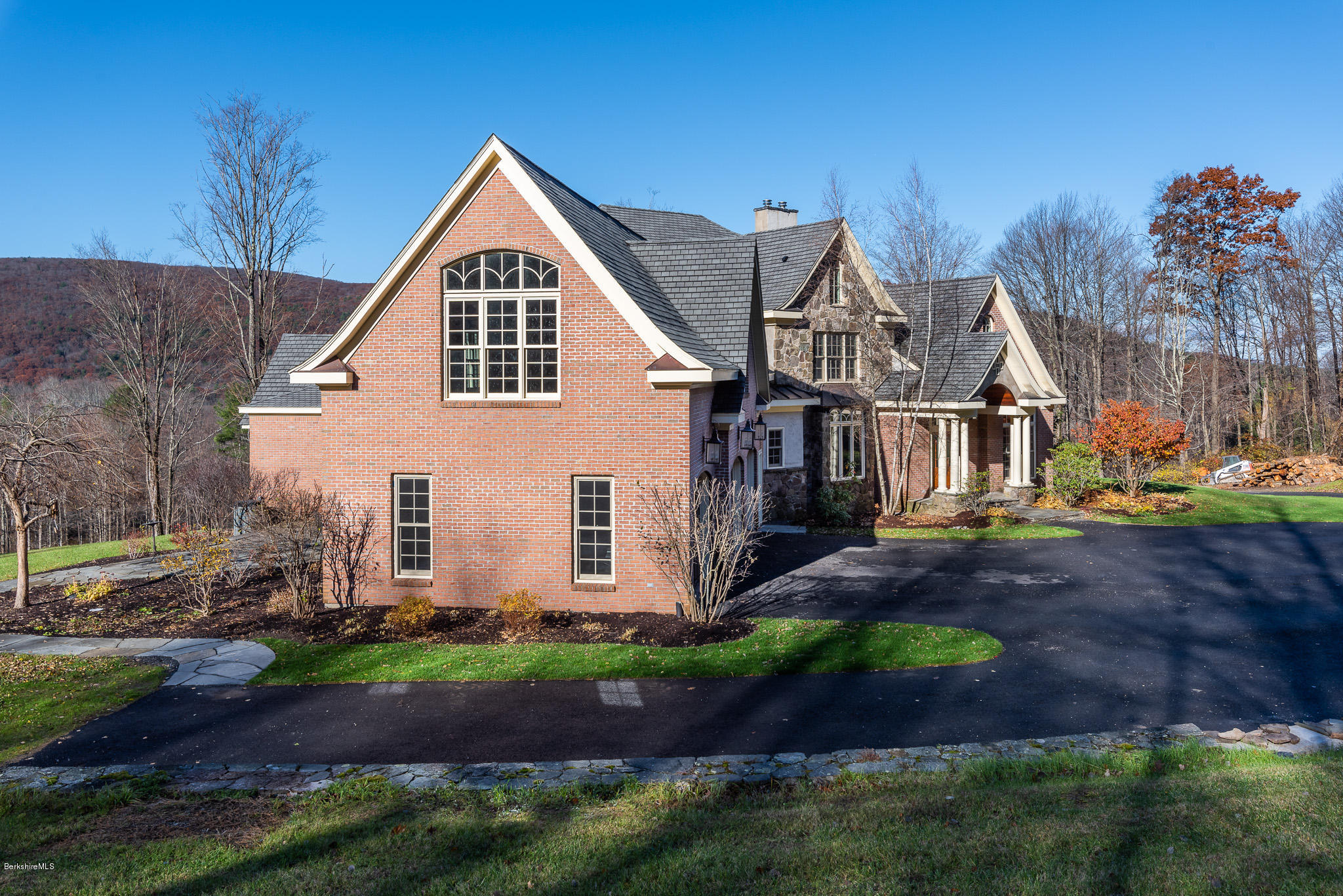 123 Center, West Stockbridge, Massachusetts 01266, 5 Bedrooms Bedrooms, 12 Rooms Rooms,6 BathroomsBathrooms,Residential,For Sale,Center,230825