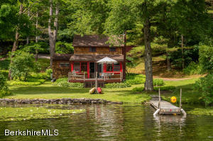 Charming Lake Front Cottage