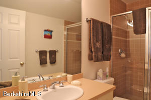 16 Sedgwick Lenox MA 01240