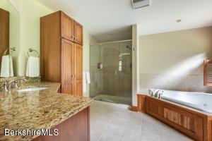 87 Stockbridge Lee MA 01238
