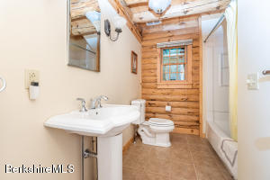 28 Cobb West Stockbridge MA 01266