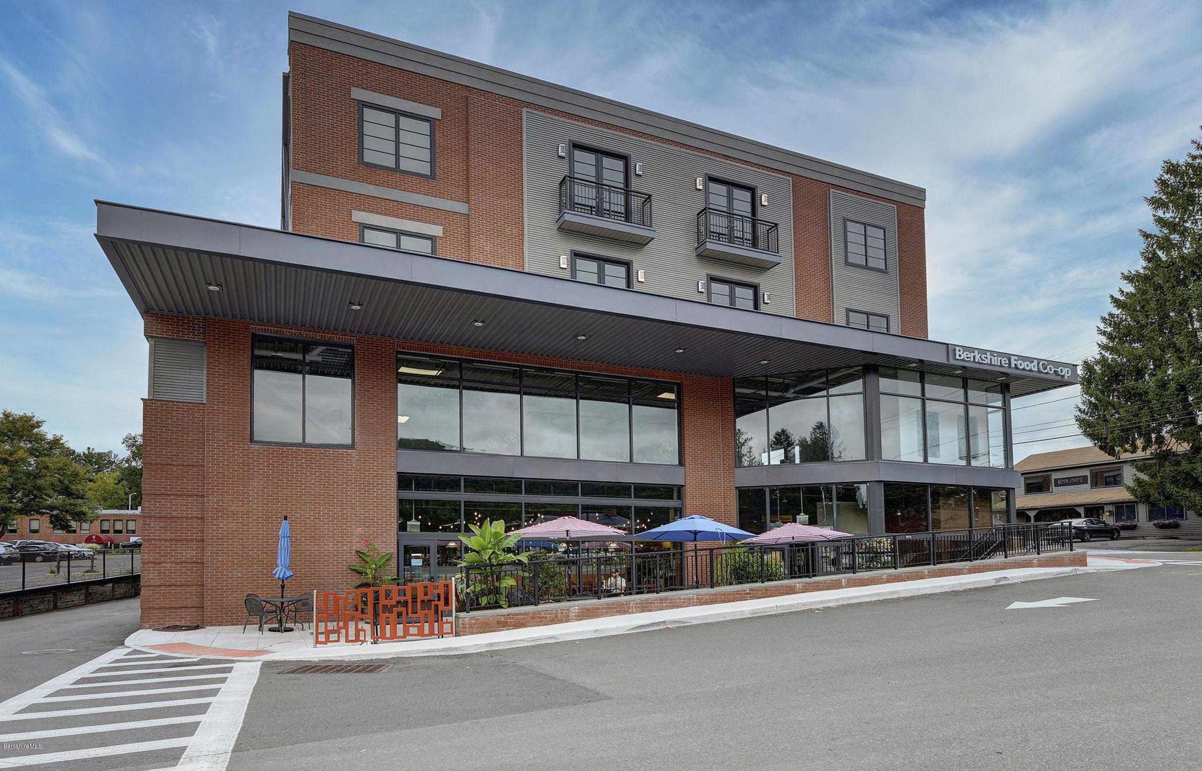 34 Bridge, Great Barrington, Massachusetts 01230, 2 Bedrooms Bedrooms, 4 Rooms Rooms,2 BathroomsBathrooms,Condominium,For Sale,Bridge,232335