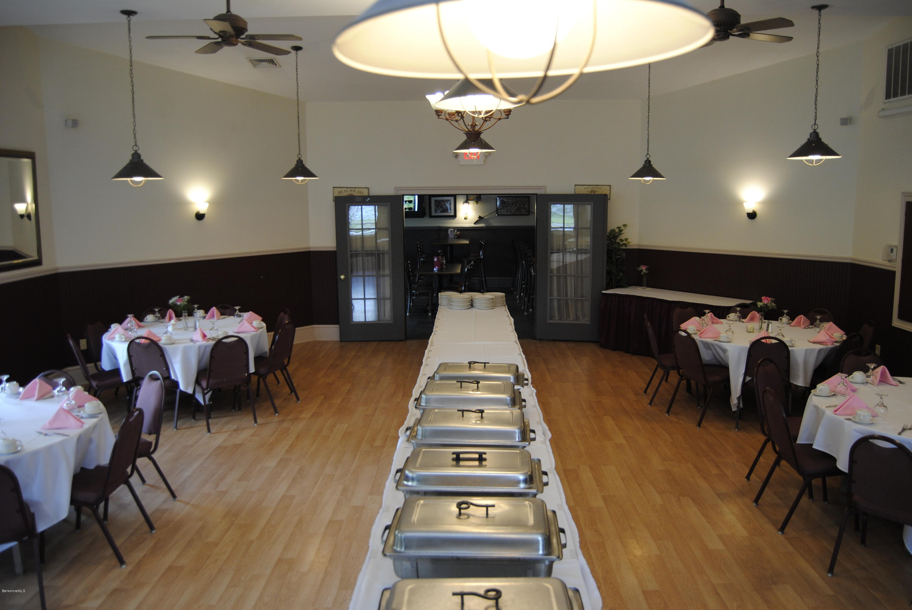 Banquet Dining Table Setup