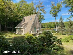 227 King Richard Dr, Becket, MA 01223