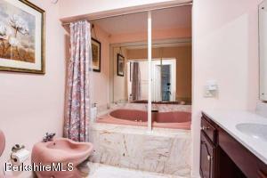 477 Holmes Pittsfield MA 01201