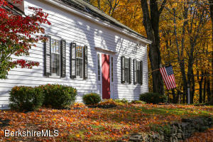82 Chestnut Hill Loop, Montague, MA 01351