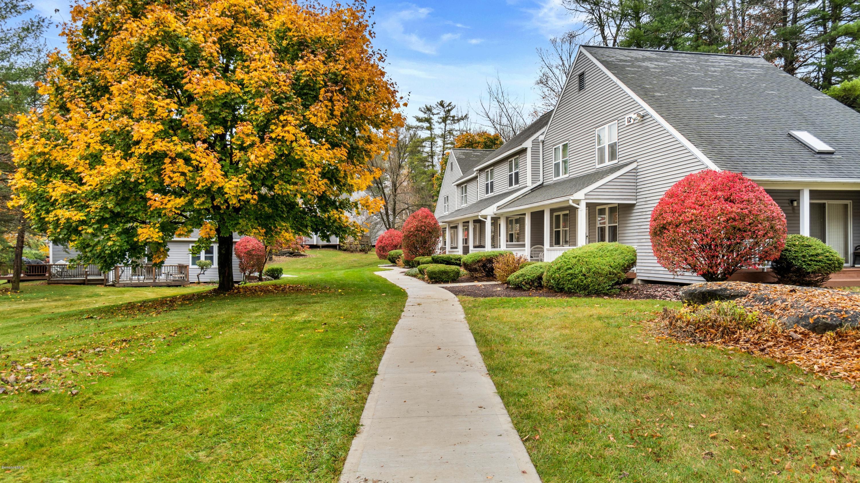 880 East, Lee, Massachusetts 01238, 3 Bedrooms Bedrooms, 6 Rooms Rooms,3 BathroomsBathrooms,Condominium,For Sale,East,232781