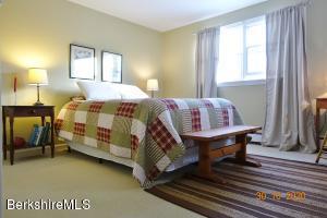 53 Candlewood Williamstown MA 01267