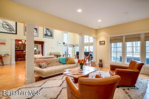 425 Oblong Williamstown MA 01267