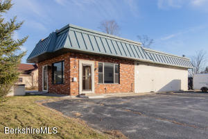 50 West Center St, Lee, MA 01238
