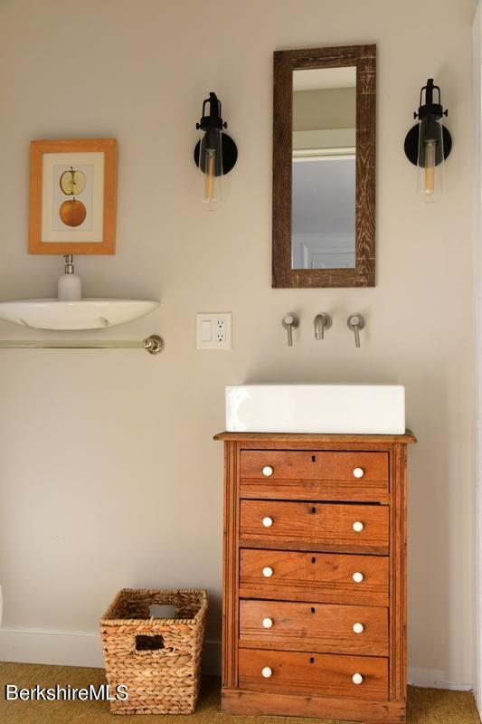 For Sale 9 Seekonk Rd Great Barrington Ma 01230 5 Beds 5 Full Baths 1 Half Bath 3750000