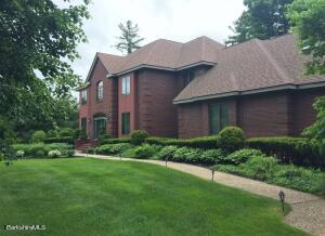 50 Meadow Ridge Dr, Pittsfield, MA 01201
