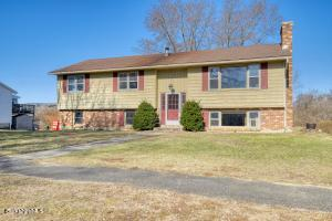 47 Eric Dr, Pittsfield, MA 01201