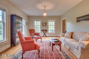 365 Oblong Williamstown MA 01267