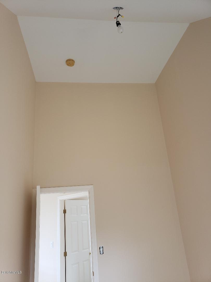 bedroom3.hallway