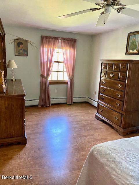 laminate floor in this bedroom too
