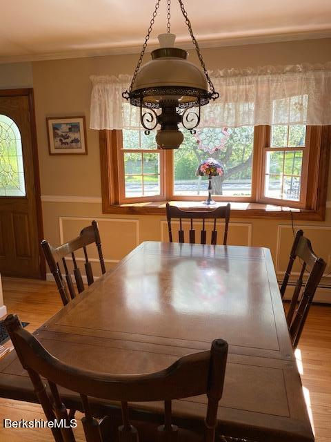 dining room with bay window