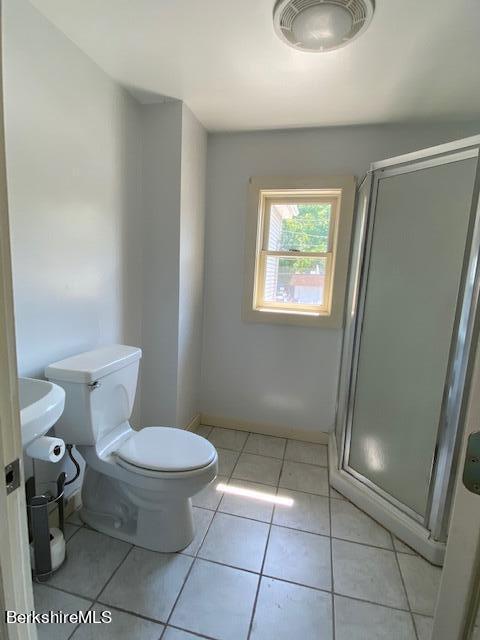 ceramic floor shower , pedestal sink