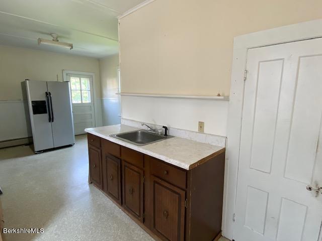 apartment eat in kitchen