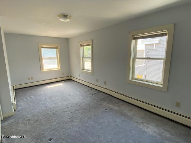 very spacoius bedroom