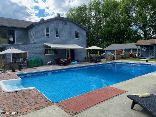 huge pool for parties