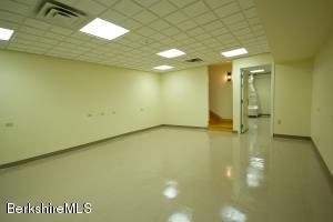 6 Renfrew Adams MA 01220