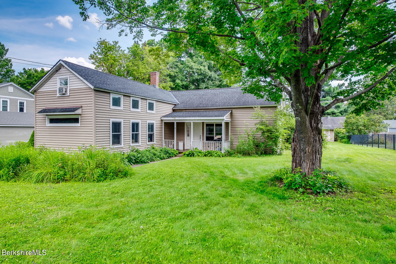 12 Manning, Williamstown, Massachusetts 01267, 4 Bedrooms Bedrooms, 7 Rooms Rooms,2 BathroomsBathrooms,Residential,For Sale,Manning,235232