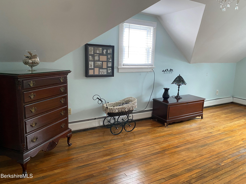 bedroom 1 vw 2
