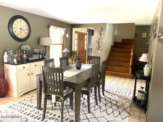 foyer to dining room
