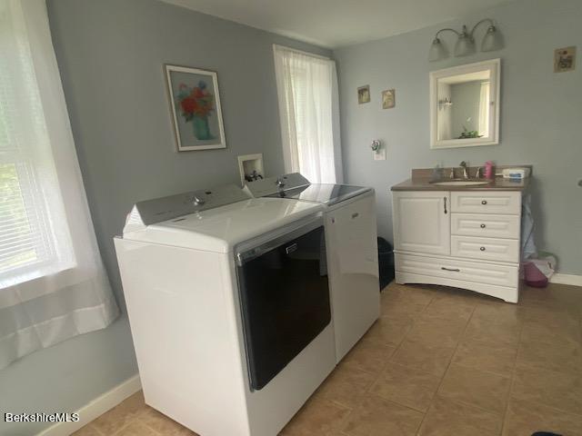 Full bath-laundry down