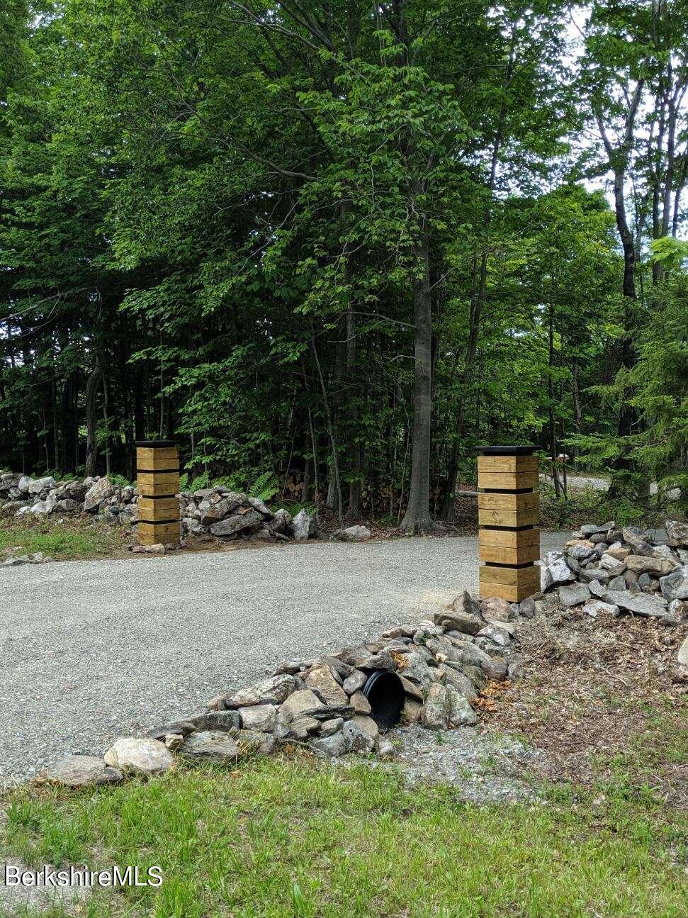Driveway pillars
