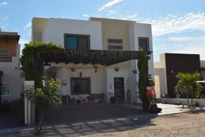 748 Privada Arenas, Casa Monteros, La Paz,